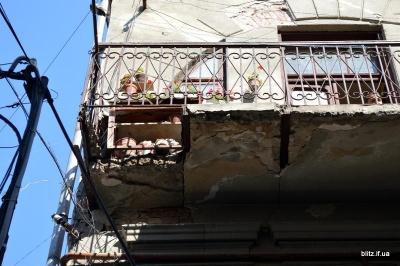 У Івано-Франківську впав балкон разом із пенсіонеркою