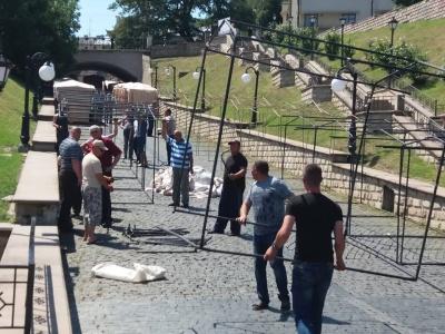 Петрівський ярмарок: у центрі Чернівців встановлюють намети - фото
