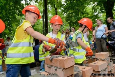 На «Містечку професій» діти стануть будівельниками та рятувальниками