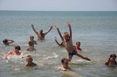 До Чернівців повертаються діти бійців АТО, які відпочивали на морі в Генічеську