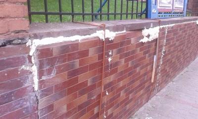 У Чернівцях реставрували стіну біля Органного залу монтажною піною