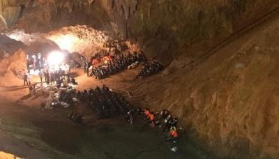 У Таїланді з затопленої печери врятували 11 гравців дитячої футбольної команди