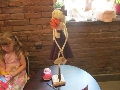 Як створити одяг для ляльок: у Чернівцях мисткиня дала поради