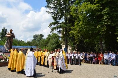 У Кіцмані урочисто відкрили пам'ятник Тарасові Шевченку