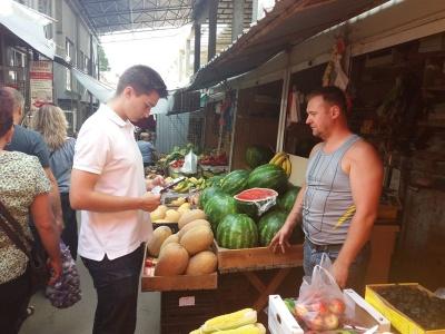 Краще купувати цілий, ніж половинку: журналіст МБ перевірила кавуни на нітрати