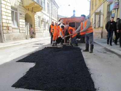 У ратуші повідомили, які вулиці Чернівців уже відремонтували