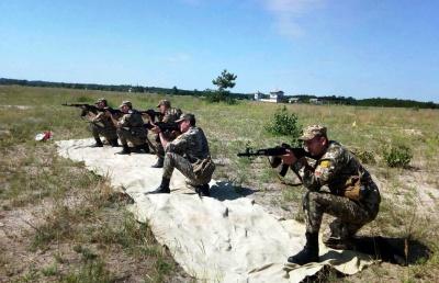 В Минобороны показали, как офицеры запаса из Харькова и Черновцов учатся в полевых условиях - фото