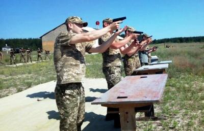 У Міноборони показали, як офіцери запасу з Харкова та Чернівців навчаються в польових умовах - фото