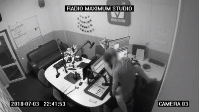 Парочка зайнялась коханням у студії київського радіо