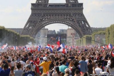 Франція гучно святкує перемогу у Чемпіонаті світу з футболу