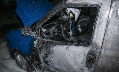 Киянин відігнав свій палаючий автомобіль, щоб урятувати машини сусідів