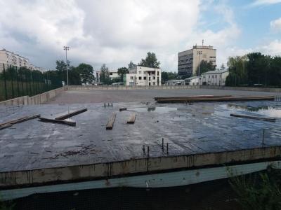 У Чернівцях відновили будівництво стадіону за гроші УЄФА - фото