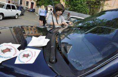 Авто чиновників - не дорожче 600 тисяч: у мерії Чернівців обмежили суми на закупівлю службової техніки та меблів