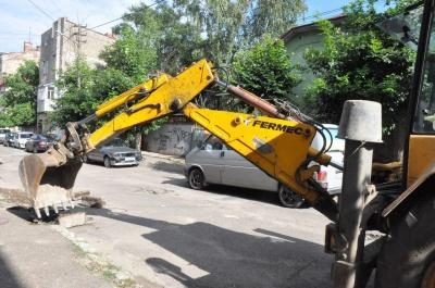 Сльози радості: у центрі Чернівців нарешті почали ремонт вулиці Переяславської