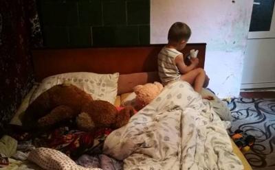 На Буковині виявили виснаженого від голоду хлопчика, мама якого розпивала спиртне