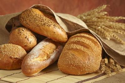 Чому небезпечно вживати хліб у великій кількості: відповідь дієтолога