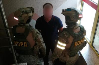 На Буковині затримали вимагача, який представлявся керівником податкової
