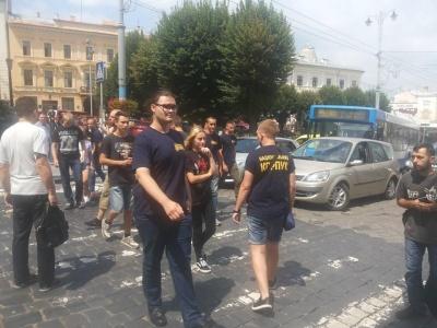 Поліція затримала двох учасників пікету в Чернівцях, які застосували балончики з газом