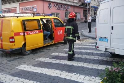 У Чернівцях через повідомлення про підозрілий предмет з ратуші евакуювали працівників