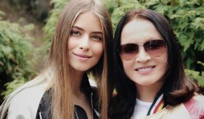 Внучка співачки з Буковини поділилася фото з відпочинку