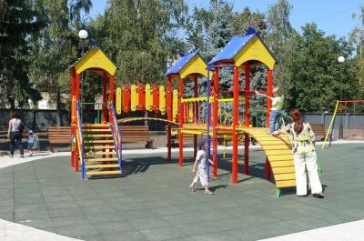 У Чернівцях деякі дитячі майданчики обладнають для особливих дітей: адреси