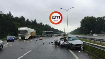 На трасі Київ – Харків у моторошній ДТП загинуло дві людини: фото 18+