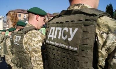 У Чернівцях засудили прикордонника, який за хабар допоміг перевезти бурштин до Румунії