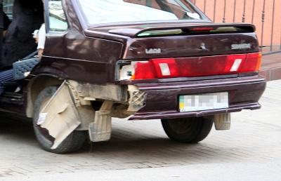 На Буковині двоє осіб отримали травми через зіткнення «Лади» й мотоцикла