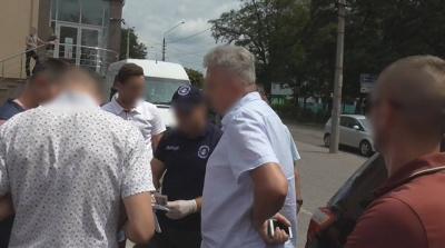У Чернівцях на хабарі 700 доларів затримали завкафедри університету - фото