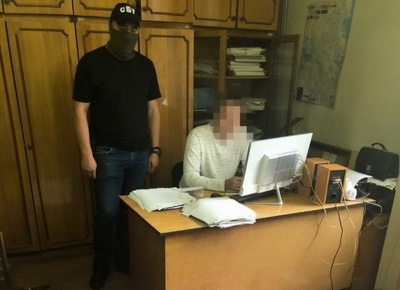 Посадовця водоканалу, якого в Чернівцях затримали на хабарі, відпустили під домашній арешт