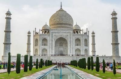 Авіакомпанія розпродує дешеві квитки з Чернівців до столиці Індії