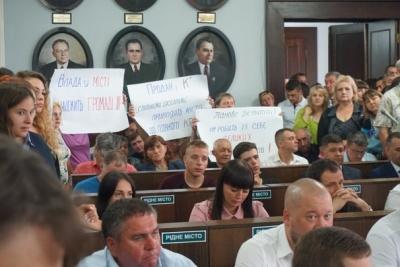 Відставка Каспрука: біля міської ради почали збиратися чернівчани
