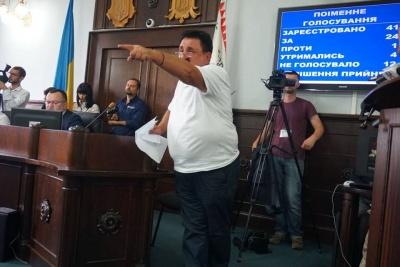 У Чернівцях міськрада проголосувала за видалення із сесійної зали «народного бургомістра»