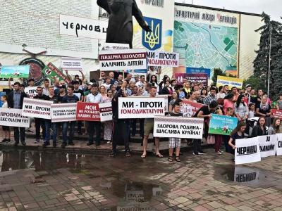 «Проти гомодиктатури»: у Чернівцях прихильники традиційних сімейних цінностей провели віче