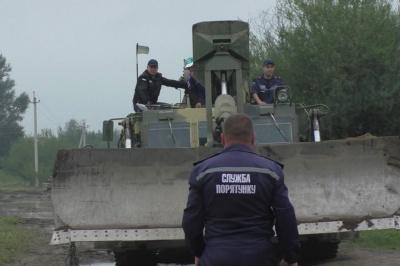 Наслідки негоди: на Буковині вода зруйнувала автомобільний міст