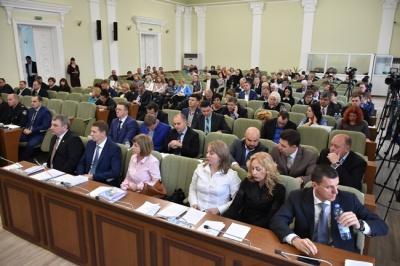 Чернігів-Чернівці: на сесію ходять майже всі депутати, голосують без суперечок