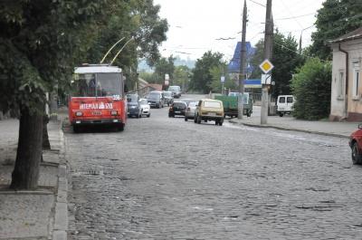 Проекти і кошториси готові: екс-радник мера Чернівців закликала Продана робити дороги
