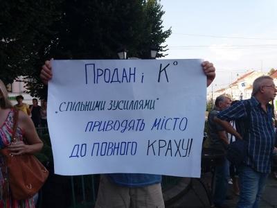 Вигнати з партії і фракції: учасники мітингу на підтримку Каспрука звернулися до Тимошенко