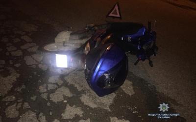 У Вижниці п'яний водій мопеда зламав щелепу через наїзд на бордюр - фото