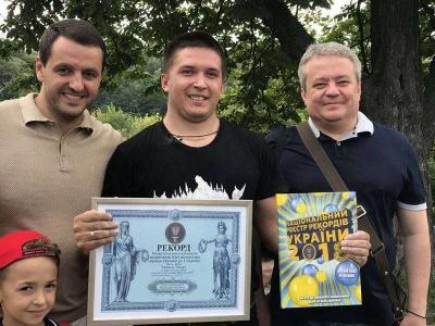 Спортсмен з Буковини побив феноменальний рекорд із гирьового спорту