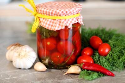 Мариновані, в'ялені, фаршировані. П'ять швидких рецептів приготування помідорів на зиму