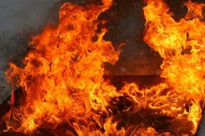 На Буковині через недопалок згорів дерев'яний сарай
