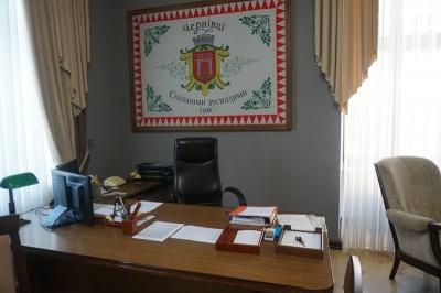 Продан поміняв своє робоче місце на кабінет мера Чернівців