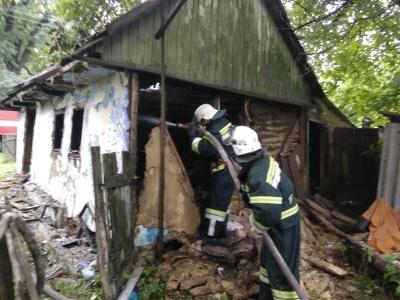 Впав у речі: на Буковині через недопалок горів будинок
