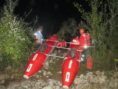 На Буковині юнак ледь не загинув у стрімкій течії річки: як рятували хлопця - фото