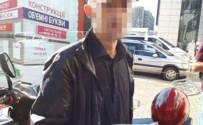 У Чернівцях затримали п'яного водія мопеда, що роз'їжджав містом без шолома і документів