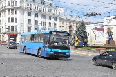 У центрі Чернівців відновив рух електротранспорт