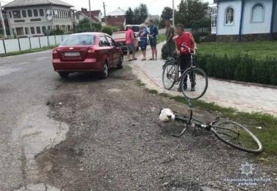 На Буковині молодик на «Шевроле» збив 75-річну велосипедистку
