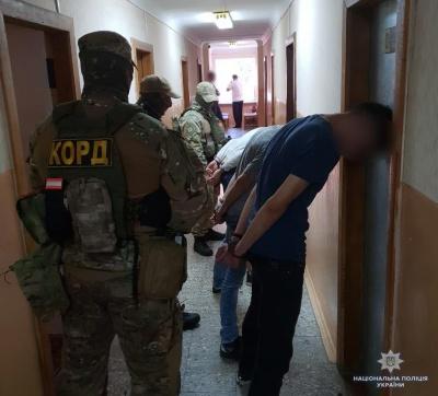 У Чернівцях затримали молодиків, які через Telegram продали наркотиків на понад мільйон