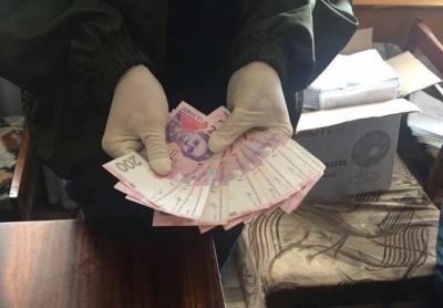 У Чернівцях СБУ затримала держвиконавця на хабарі 2 тис грн